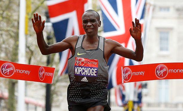 Eliud Kipchoge piti hurjaa vauhtia Lontoon maratonilla.
