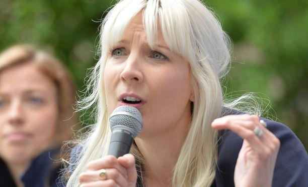 Perussuomalaisten kansanedustaja Laura Huhtasaari puhui maanantaina Porin Suomi-areenassa.