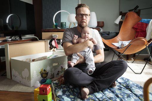 Antti Pasasen arki muuttuu, kun Pia-vaimo kauhistuu äitiyttä ja pakenee ulkomaille.