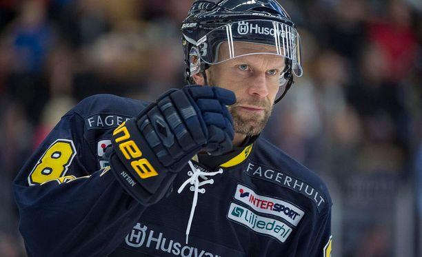 Jere Karalahden törkyniitti herättää puhetta ympäri kiekko-Ruotsia.