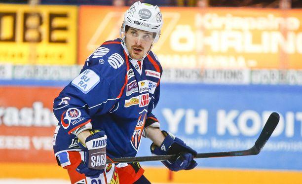 Pekka Saravo on 601. SM-liigaottelun mies. Ne kaikki hän on pelannut Tapparassa.