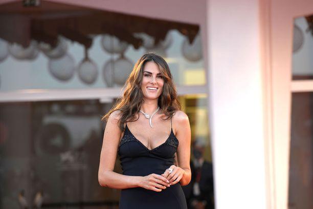 Francesca Sofia Novello on pystynyt luomaan hienon malliuran.