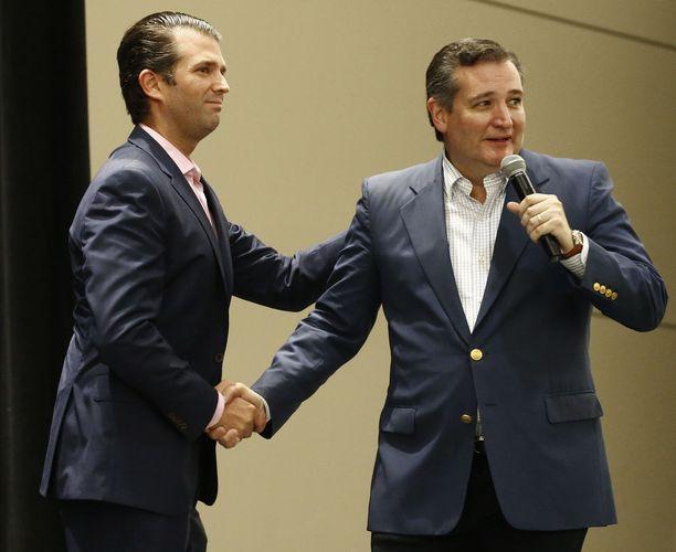 Donald Trump Jr. (vas.) kävi tukemassa Ted Cruzia kampanjapolulla viime viikolla.