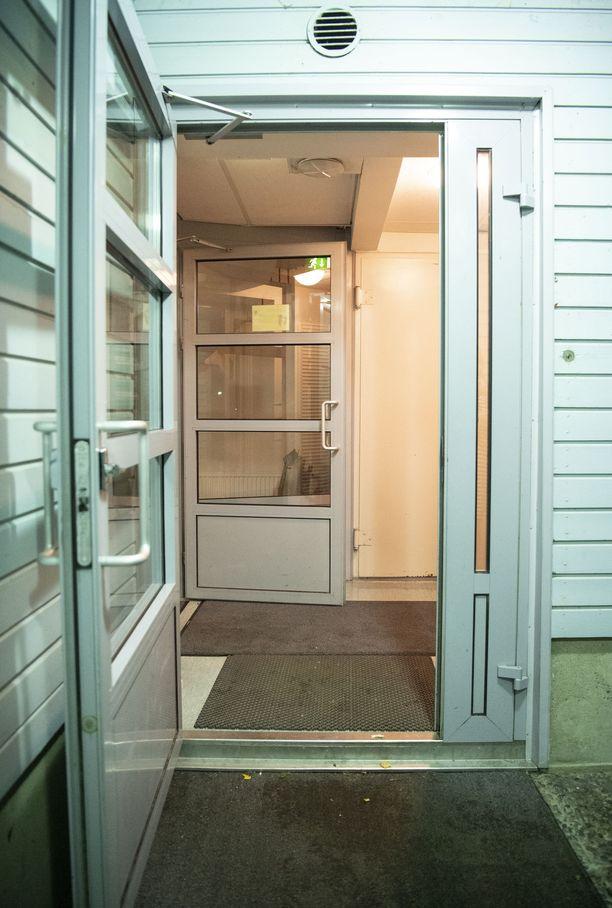 Epäilty asuu opiskelija-asuntolassa noin kahden kilometrin päässä tekopaikasta.
