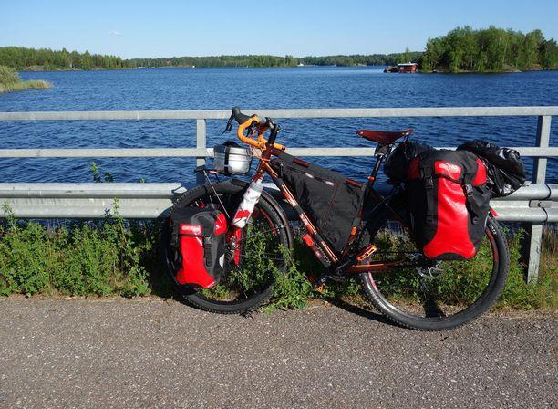 Suomesta löytyy monipuolisia ja kauniita pyöräilyreittejä.