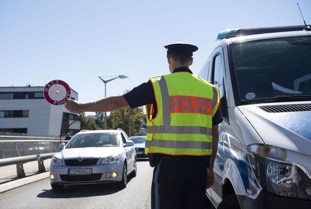 Komission suunnitelmissa on 10 000 rajavartijan joukko, joka toimisi EU-lipun alla jo vuonna 2020.