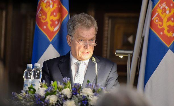 """Tasavallan presidentti Sauli Niinistö sanoi maanpuolustuskurssin avajaisissa, että """"olemme vaalineet ajatusta vakauden kehästä ympärillämme, mutta tuo kehä on pahasti säröillä""""."""