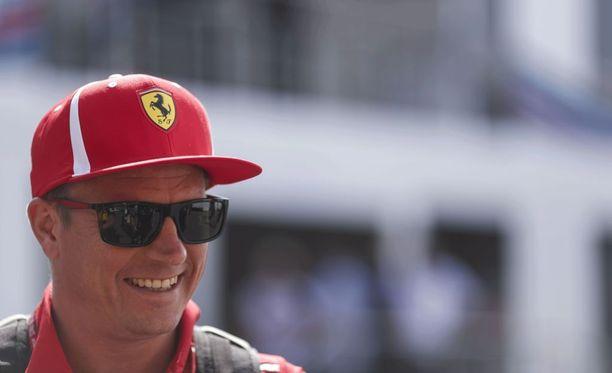 Kimi Räikkönen nauttii suurta suosiota fanien silmissä.