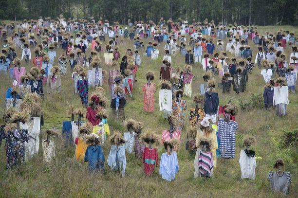 Hiljainen kansa puetaan kahdesti vuodessa uusiin vaatteisiin.
