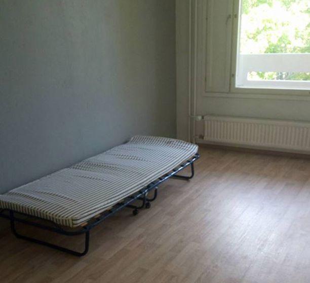 Italialaisen Agnese Gemetton mukaan työntekijöiden käyttöön Hangossa tarkoitettu asunto oli tyhjä, eikä siellä ollut kunnollisia verhoja.