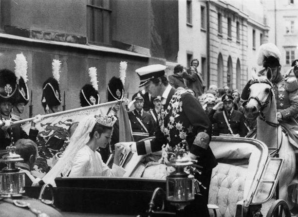 Näin edistykselliseen näkyyn ei oltu Suomessa totuttu - kuninkaan häitä sai seurata suorana lähetyksenä omalta kotisohvalta.