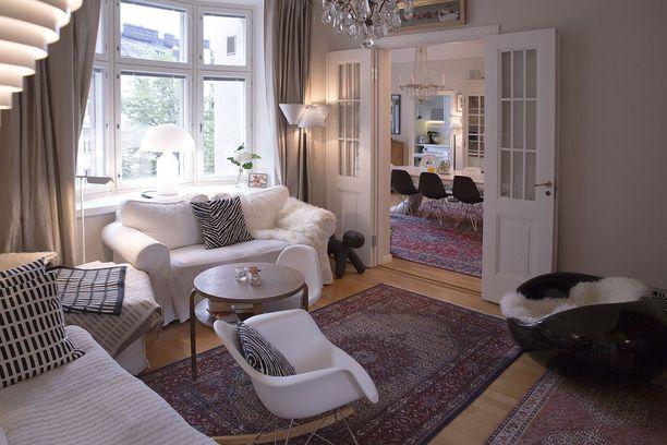 Kodissa yhdistyvät niin vanhat huonekalut kuin design-klassikotkin.