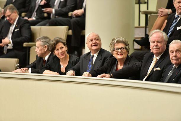 Entinen eduskunnan puhemies Riitta Uosukainen seurasi valtiopäivien avajaisia täysistuntosalin lehtereillä.