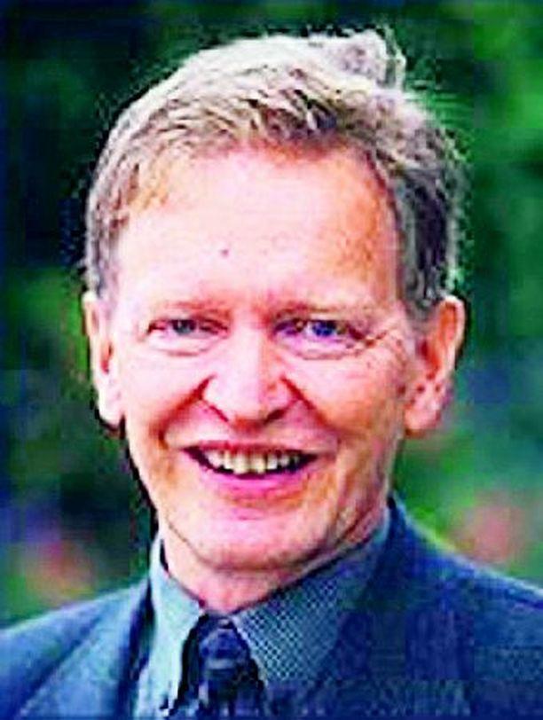 Syöpäyhdistyksen pääsihteeri Harri Vertio suosittelee syöpien ehkäisyä ja niiden laajoja seulontoja.