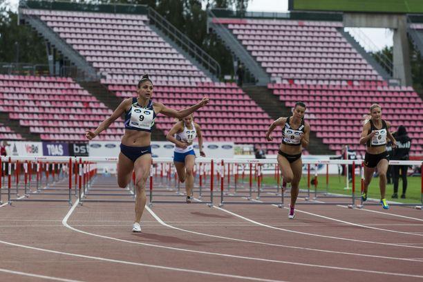 Nooralotta Neziri oli naisten pika-aidoissa nopein Tampereella.