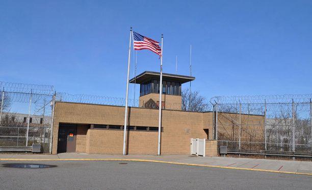Varotoimena Delawaren osavaltion kaikissa vankiloissa vangit on suljettu selleihin toistaiseksi.