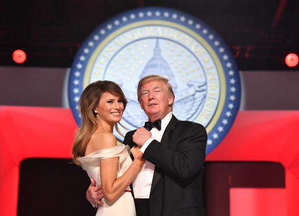 Tuore presidenttipari Donald ja Melania Trump tanssahteli Frank Sinatran My Way -kappaleen tahtiin Liberty-tanssiaisissa 20.1.2017.
