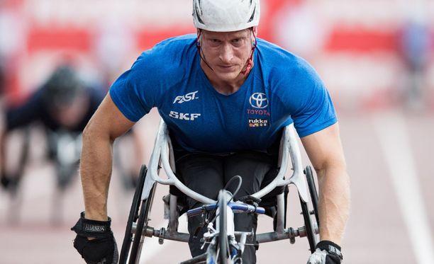 Leo-Pekka Tähti saalisti ylivoimaisen 200 metrin ratakelauksen EM-kullan.