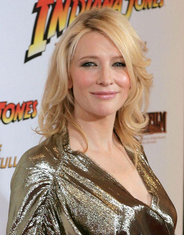 Cate Blanchett ei kanna huolta rypyistä.