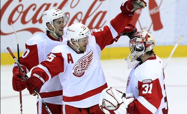 Kyllä kelpaa tuulettaa! Detroit Red Wings on nyt eniten perättäisiä kotipelejä voittanut joukkue.