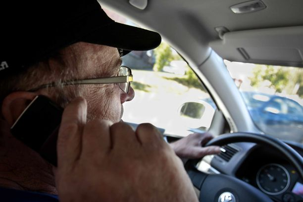 Kännykän käyttäjät ovat joutuneet tarkkaan sihtiin Australiassa, jossa poliisin valvontakamera tunnistaa kännykkää ajon aikana käyttävät.