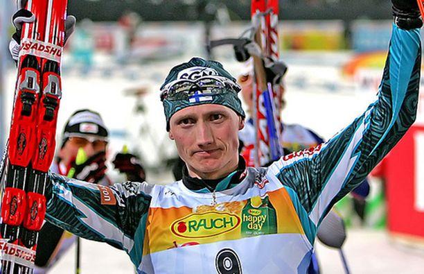 Hannu Manninen iloitsi maailmancupin kokonaisvoitosta.
