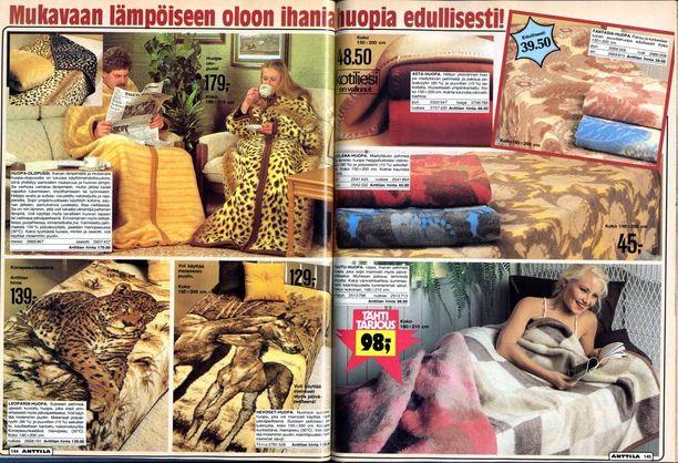 Petivaatteet, päiväpeitteet ja muut tekstiilit ovat kuuluneet Anttilan valikoimaan vuosikymmenet. Kuva vuoden 1981 kuvastosta.