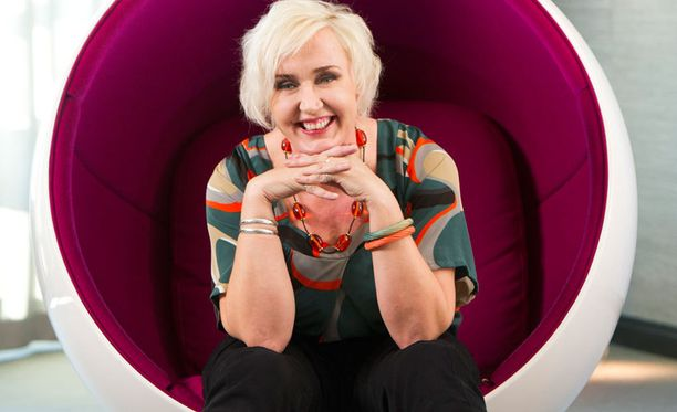 Radiosta ja parista talk show'stakin tuttu Olga K. eli Tuula Ketonen toimii kertojaäänenä viime viikolla alkaneessa Teiniäidit-realityssa.