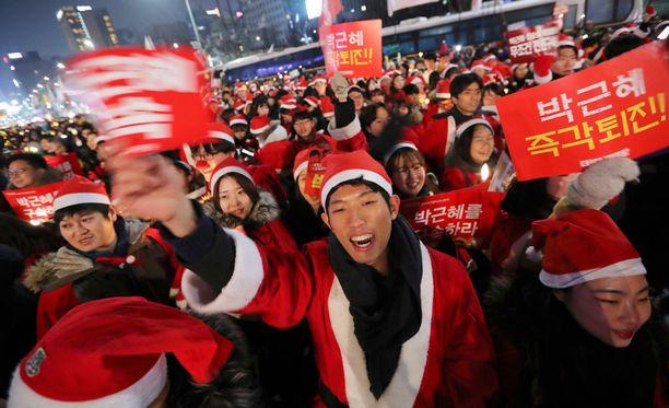 Ainakin kymmenettuhannet ihmiset marssivat Soulissa kaupungin halki lauantaina.
