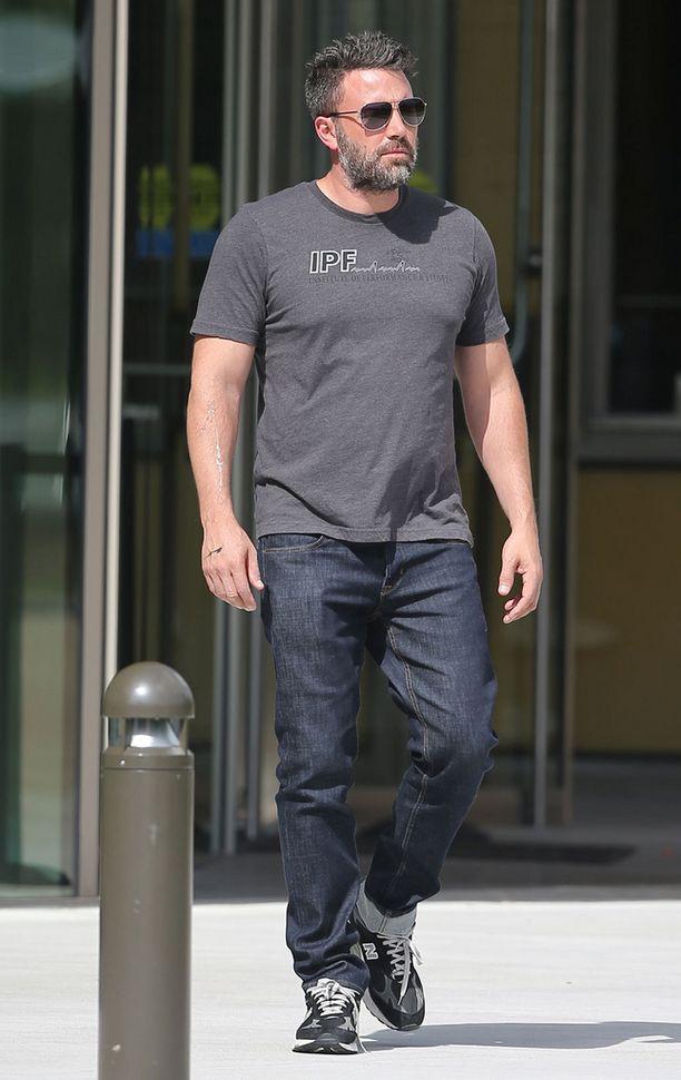 Ben Affleck on pysytellyt erosta huolimatta Jennifer Garnerin lähettyvillä.