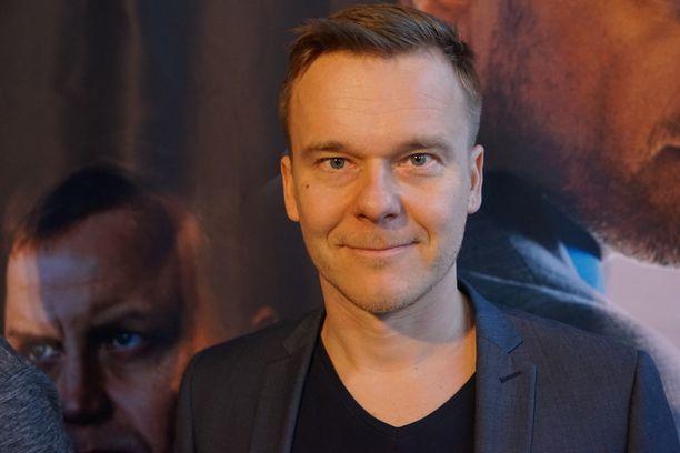 Käsikirjoittaja Pekko Pesonen on aiemmin kirjoittanut muun muassa Tyttö sinä olet tähti- ja Napapiirin sankarit 1 & 2 -elokuvat.