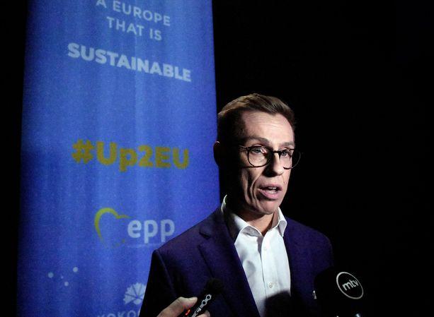 """""""Stubbin kampanja nosti Suomea näkyviin ja piristi puoluetta"""", kirjoittaa Jyrki Vesikansa."""