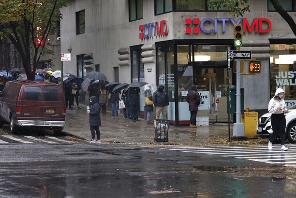 Kansallisen sääpalvelun mukaan on mahdollista, että New Yorkin myrsky voi yltyä tornadoksi.
