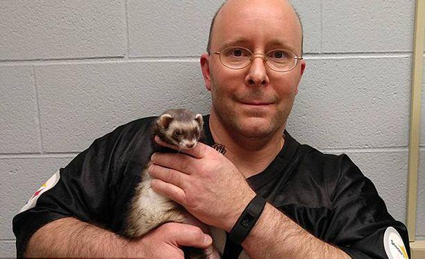 Fretin omistaja Carl Hobi vei lemmikkinsä eläinlääkärille joulun jälkeen.