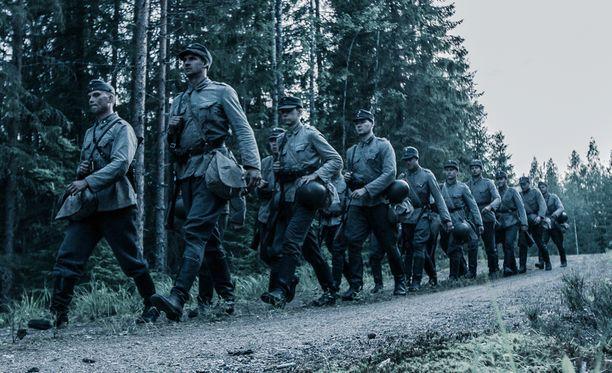 Tuntematon sotilas-elokuvaa kuvataan syksyyn asti muun muassa Vekaranjärvellä, Kotka-Haminan seudulla, Helsingissä ja Pohjois-Karjalassa.
