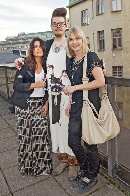 Muotinäytöstä seuraamassa oli myös Muodin huipulle -sarjan tämän vuoden finaalikolmikko: Leni Lauretsalo, Jussi Salmela sekä voittaja Linda Sipilä.
