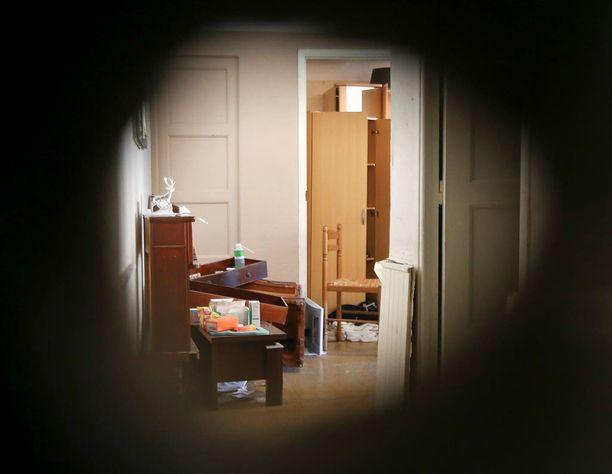 Poliisi on viimeisen viikon ajan tutkinut Bouhlelin asuntoa Nizzassa.