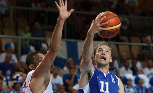 Petteri Koponen (oik.) oli Suomen paras pistemies Turkki-ottelussa.