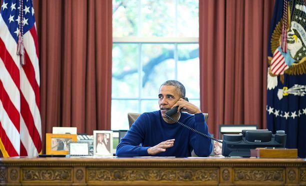 Barack Obaman aikaan Oval Officen verhot olivat punasävyiset.