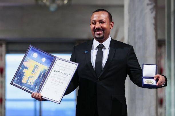 Etiopian pääministeri Abiy Ahmed poseerasi Oslon Nobel-juhlassa viime vuonna.