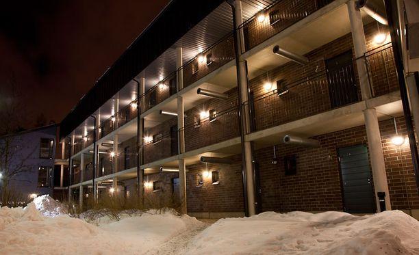 Samassa kerroksessa asuvan mukaan talossa on ollut aiemminkin levottomuuksia.