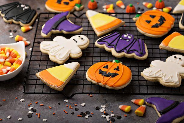 Halloween-teemalla voi koristella esimerkiksi keksejä.