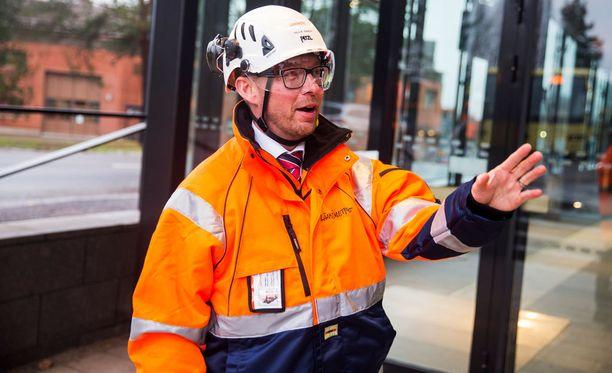 Toimitusjohtaja Ville Saksi esitteli Länsimetron Aalto-yliopiston metroasemaa joulukuussa 2016.