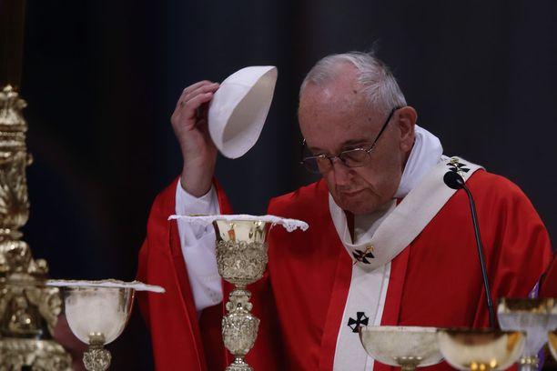 Paavi Franciscus ei tuomitse ihmisiä seksuaalisen suuntautumisen perusteella.