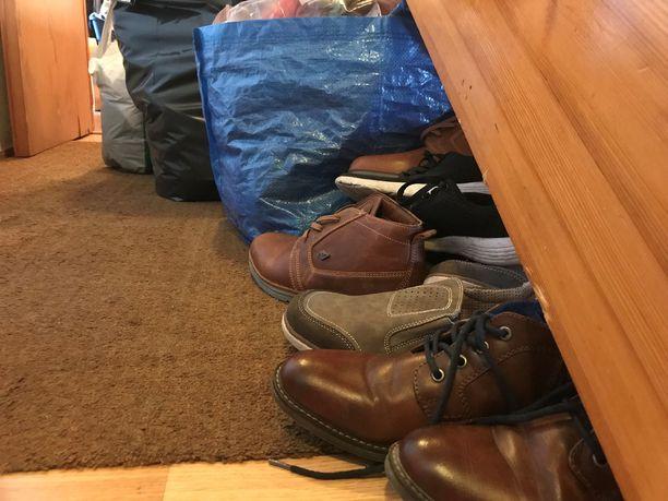 Myös nämä kengät saavat keskiviikkona uudet omistajansa.