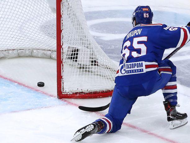 Nail Jakupov iski sunnuntaina kaksi kiekkoa ZSKA:n maaliin.