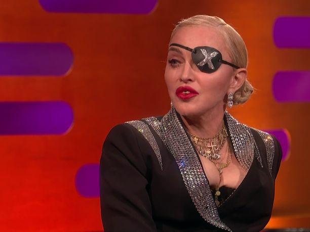 Pop-kuningatar Madonna pyrki estämään huutokaupan oikeusteitse, mutta hänen luottoyhteistyökumppaninsa Patrick Leonard yrittää haitata myyntiä jakamalla kappaleiden demoja Youtubessa.