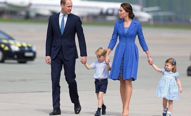Prinssi William, prinssi George, herttuatar Catherine ja pikkuprinsessa Charlotte saivat tänään uuden perheenjäsenen.