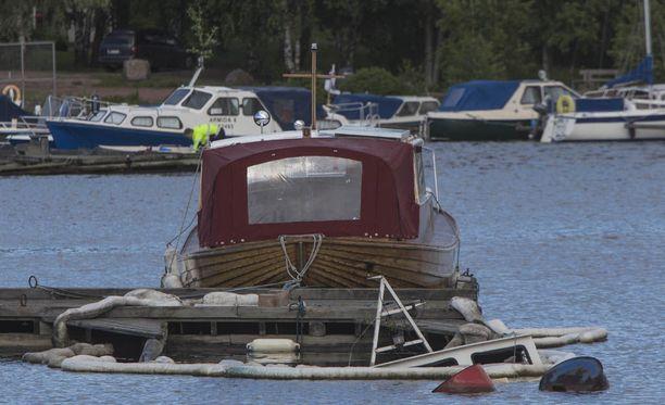 Kymenlaakson pelastuslaitos sai ilmoituksen uppoamaisillaan olevasta veneestä viime marraskuussa.