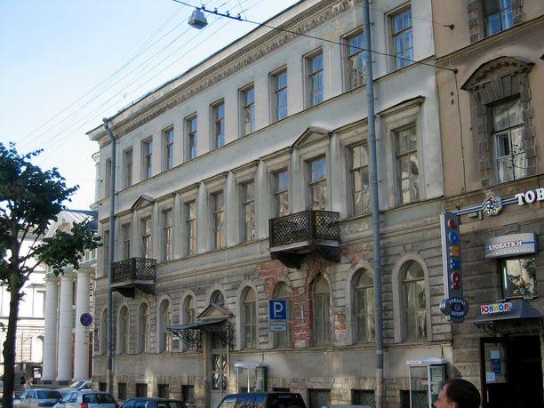 Pietarin Suomi-taloa hallinnoineen säätiön varainkäytöstä on kehkeytynyt mittava vyyhti.